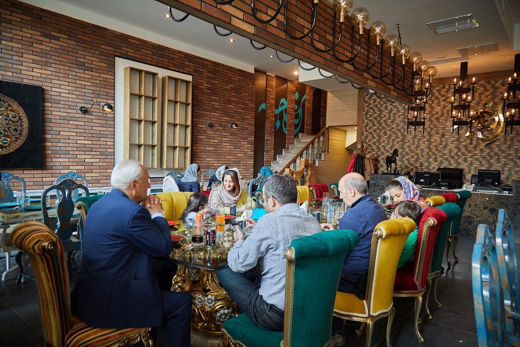 رستوران کنجه اعضای خانواده کافه کتاب