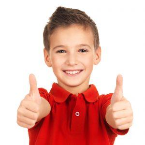 تصویر کودک خوشحال کافه کتاب