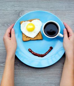 صبحانه با چاشنی شادمانی کنار خانواده کافه کتاب