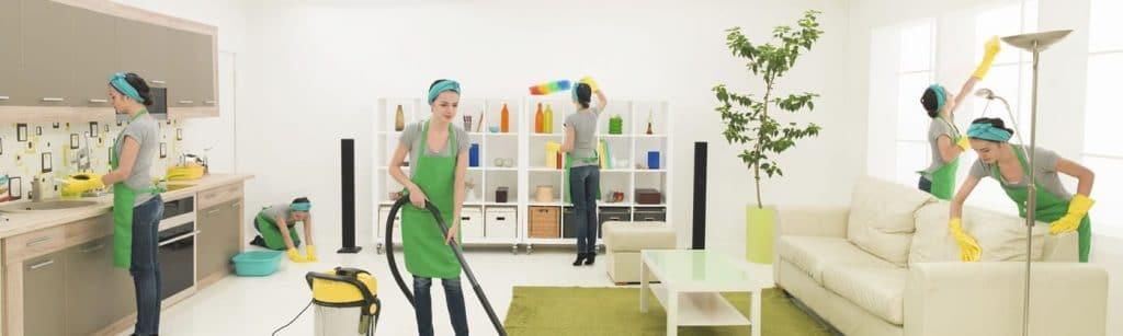 نظافت منزل توسط دختران ایران