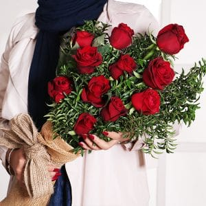 عکس گل رز در کافه کتاب