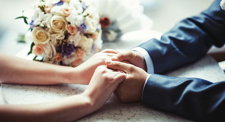 کافه کتاب در این خلاصه کتاب به حقیقت تعهد در ازدواج و رابطه عاطقی پرداخته